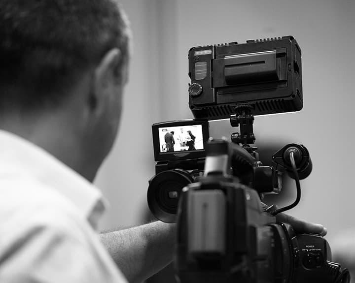 Pros & Cons To A Wedding Videographer